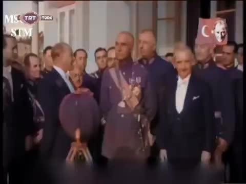 Atatürk İran Şahı Pehlevi ile Görüşmesi Renkli