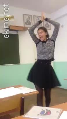 Moskova Endüstri Meslek Lisesi Ergen Kızı Dans