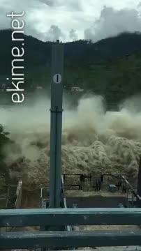Baraj Kapağı açıldığında geçen suyun ihtişamı
