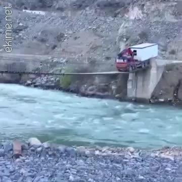 O araç o köprüden nasıl geçti amk nasıl cesaret